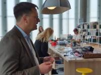 Biblioteksjef Knut Skansen forteller om Deichman Bjørvika, av arkitektene Lund Hagem og Atelier Oslo, 2020. Foto Siri Wolland.