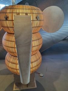 Litt av en lampe! Foto Siri Wolland.