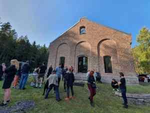 Krutthuset på Skar, en vellykket transformasjon fra krutthus til galleri og atelier.