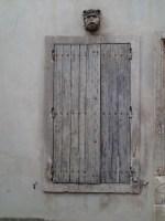 Byen Arles mange vinduer. Foto Siri Wolland