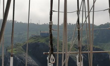 San Juan de Gaztelugatxe desde el JS Elcano