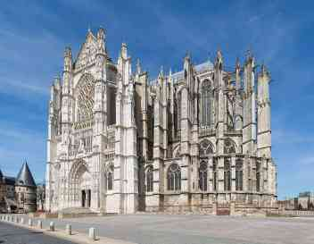 1280px-Beauvais_Cathedral_Exterior_1,_Picardy,_France_-_Diliff