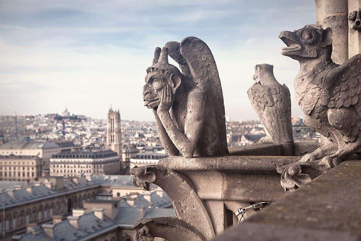 NOTRE-DAME DE PARIS :  les fascinantes gargouilles et chimères
