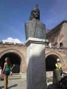 Statuia_lui_Vlad_Tepes_(3)