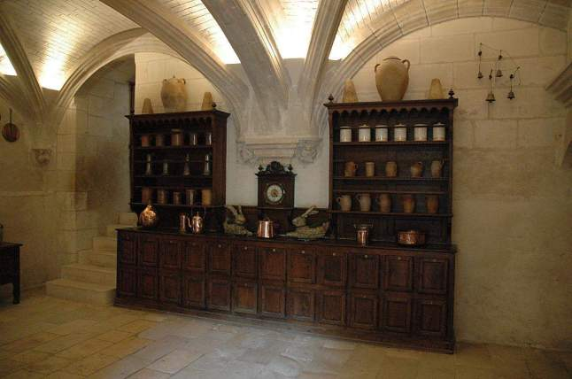 1280px-ChenonceauOfficeCupboard