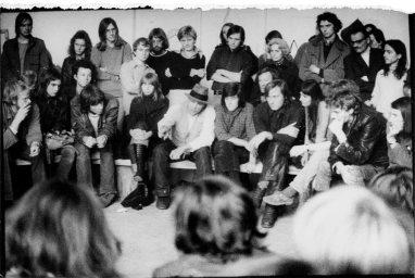 Ute Klophaus_ Joseph Beuys im Ringgespräch anlässlich der Gründung der Deutschen Studentenpartei, Kunstakademie Düsseldorf am 22. Juni 1967