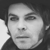 Gaz Coombes shares video for 'Oxygen Mask'
