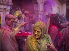 Femme dans la ville de Vrindavan © AP Photo /Manish Swarup