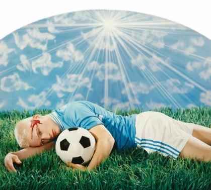 Le footballeur blessé (Frédéric Lenfant), 1998 Photographie peinte contrecollée sur aluminium ©Pierre et Gilles Courtesy the artists and Galerie Templon, Paris/Brussels