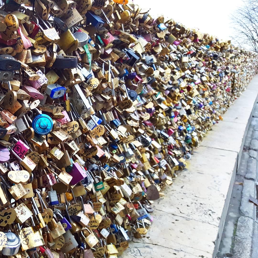 36 hours in Paris - Lock bridge