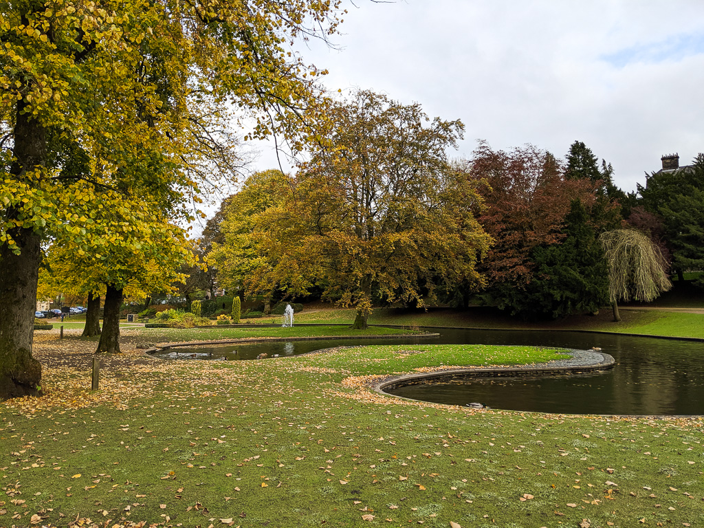 things to do in buxton - pavilion park