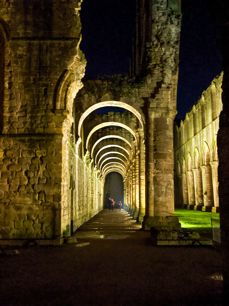 beautiful walks in North Yorkshire - Fountains Abbey