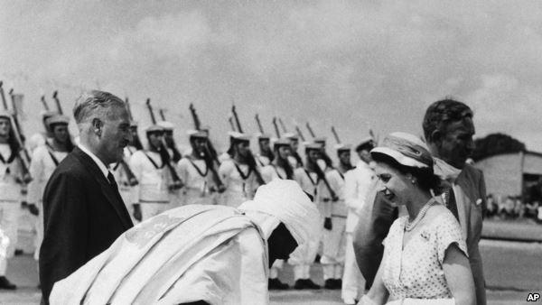 Prime Minister Abubakar Tafa Balewa exchanging pleasantries with Queen Elizabeth II as Sir James Robertson watches on. 10th of February 1956. Apapa, Lagos.