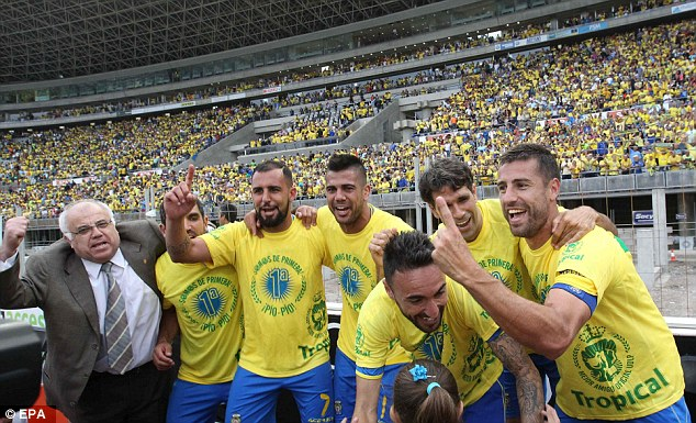 Las Palmas' stars celebrate after beating Real Zaragoza to earn promotion to the top division.