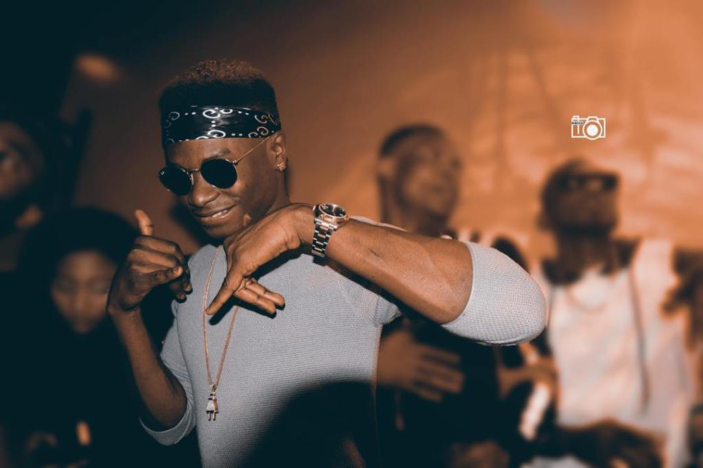 Lil Kesh joins forces again with YBNL producer, Young Jonn on Baby Favour, the perfect example of a pangolo record.
