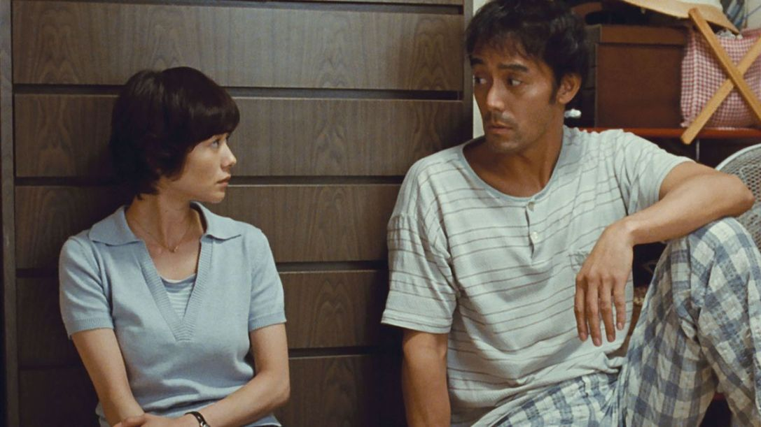 Two characters talk in Koreeda's 2017 After the Storm