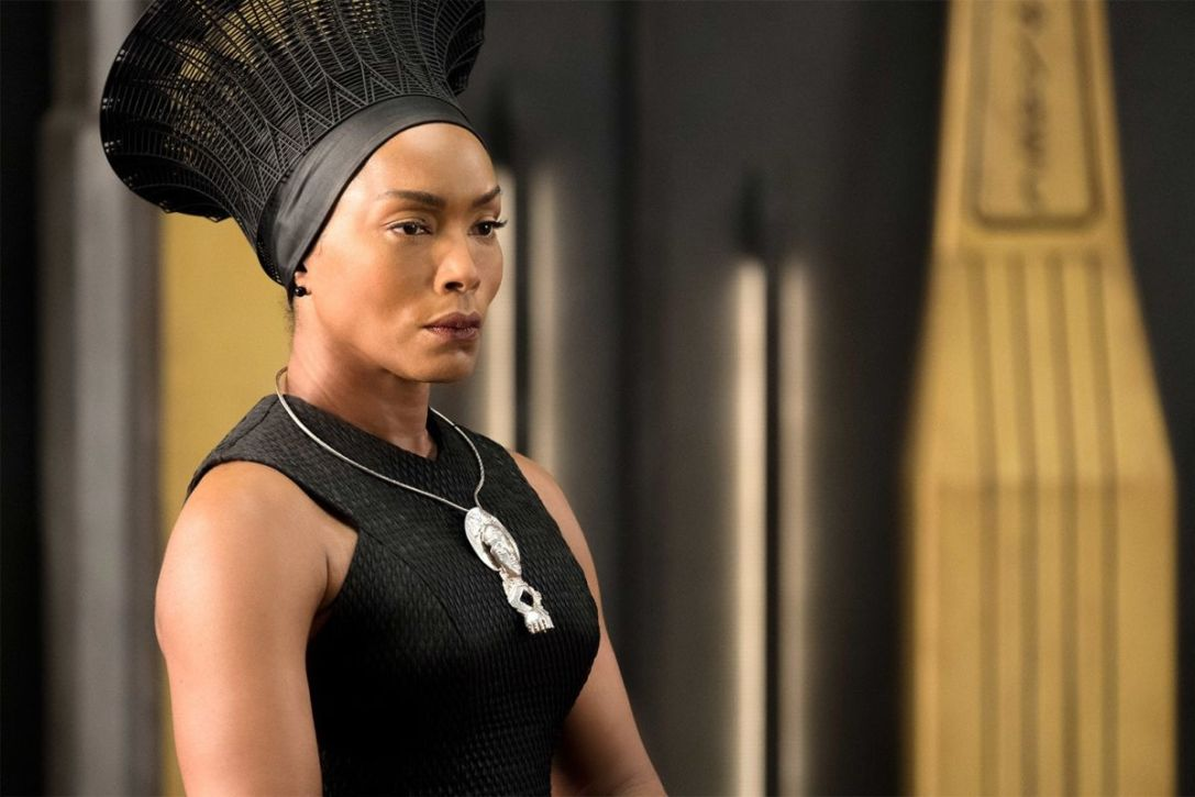 Angela Bassett Black panther