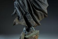 dc-comics-batman-premium-format-figure-sideshow-300542-06