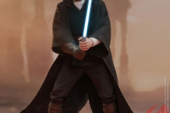star-wars-luke-skywalker-crait-sixth-scale-figure-hot-toys-903743-01