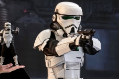 star-wars-solo-patrol-trooper-sixth-scale-figure-hot-toys-feature-903646
