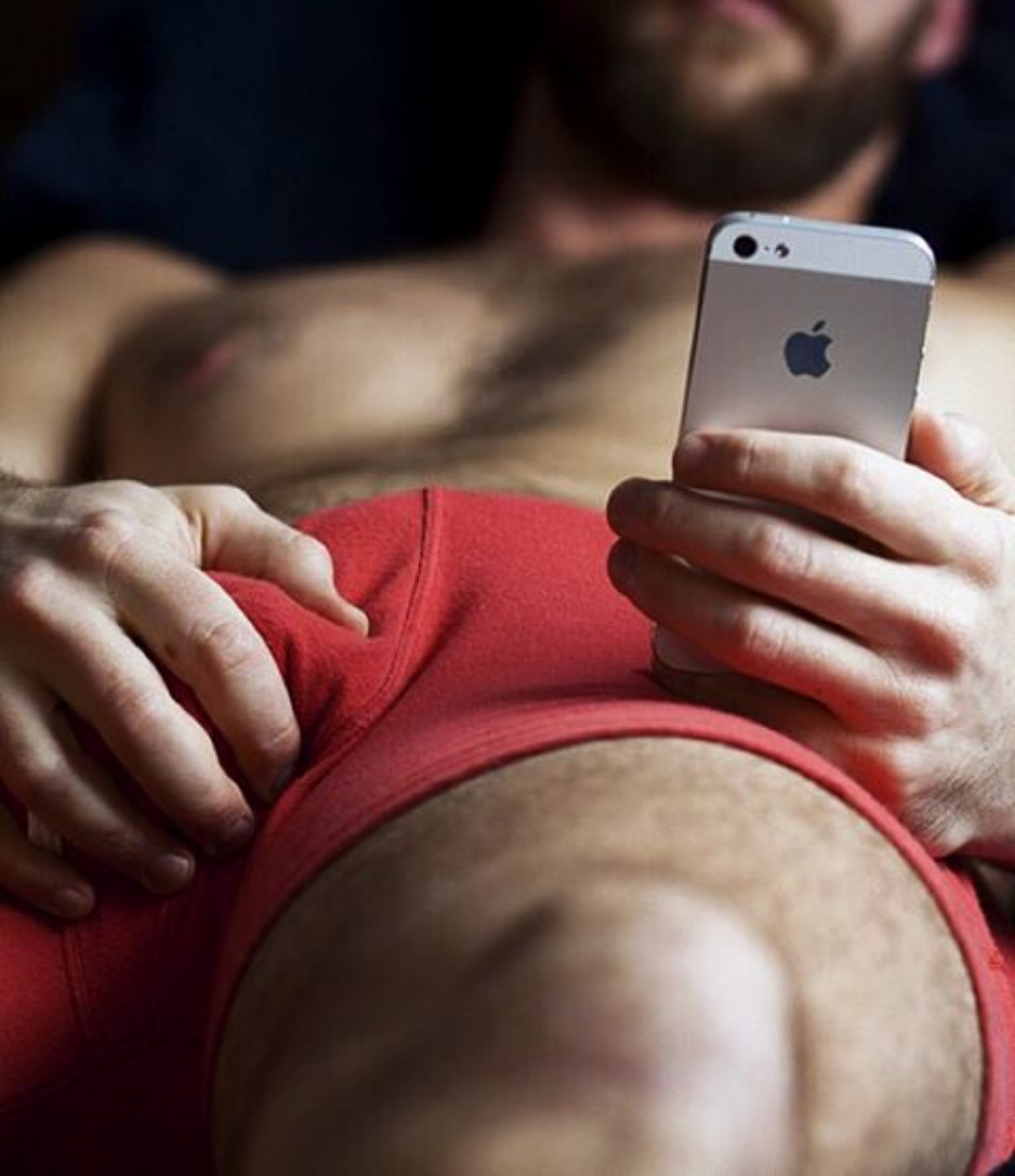 GAY SOCIAL MEDIA | Gay app Hornet swallows gay travel guide Vespa
