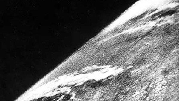primeira foto da terra feita no espaço