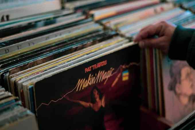 Grammy Awards 示意圖 // makin magic album sleeve