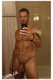 Spartacus actor Craig Parker hung naked