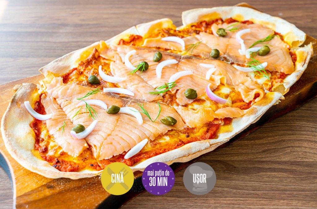 pizza cu somon afumat