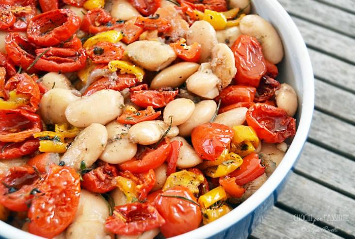Fagioli Bianchi caldi con olio al pomodoro, Pomodorini e Peperoni confit