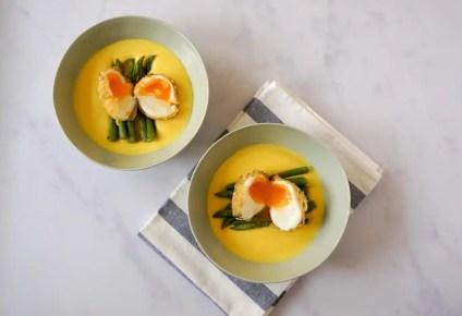 Huevo sobre crema de queso fontina