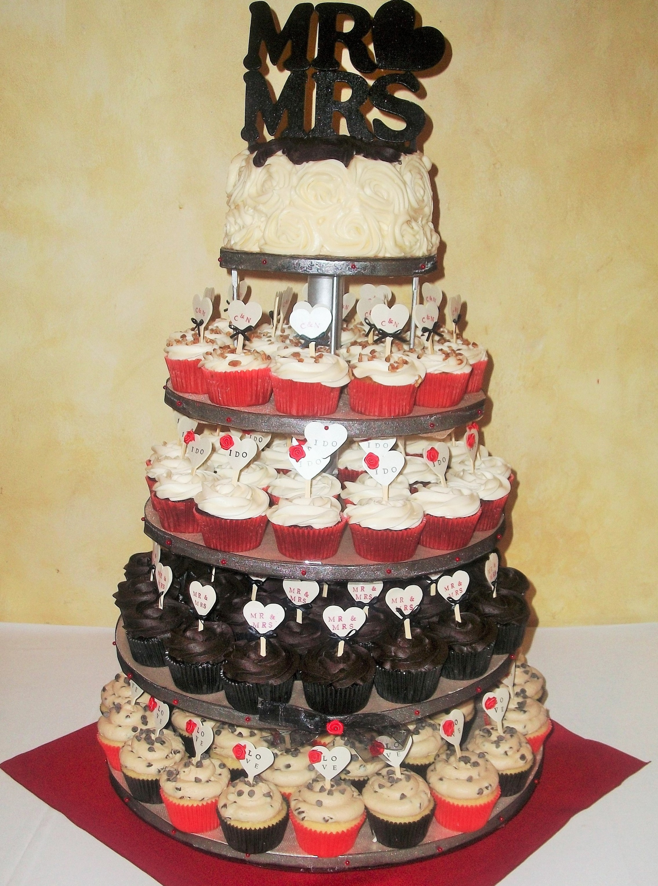 Red Black And Gold Wedding Cakes Unique Wedding Ideas