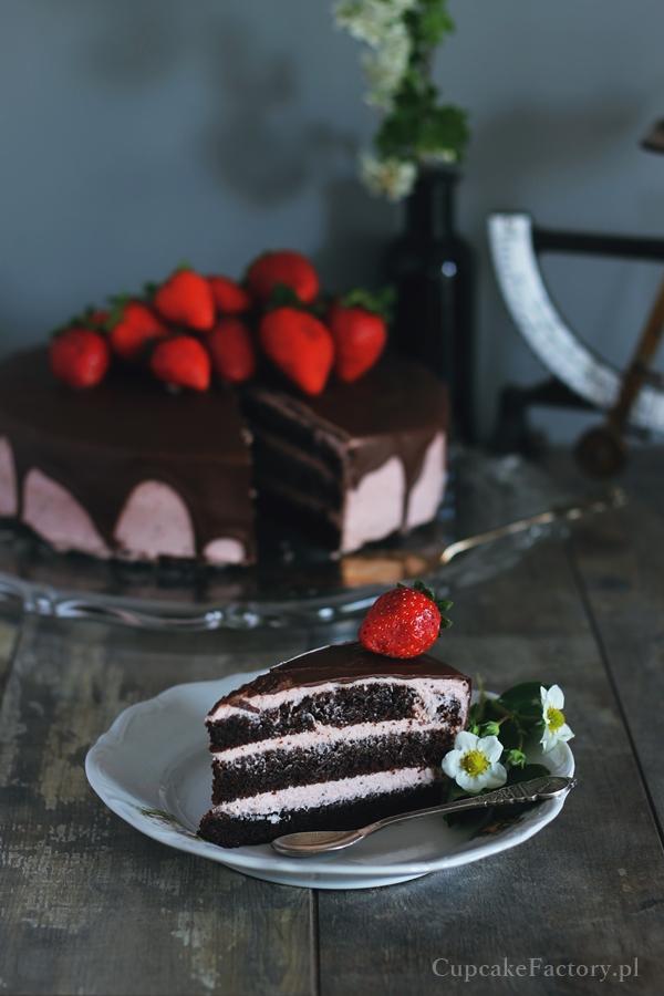 tort czekoladowo-truskawkowy