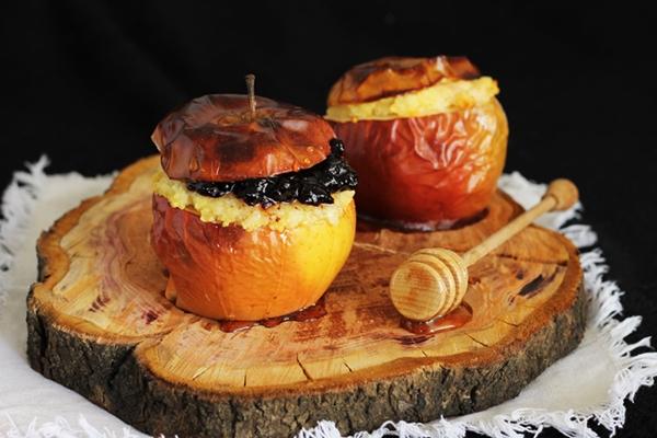 pieczone jabłka z kaszą jaglaną