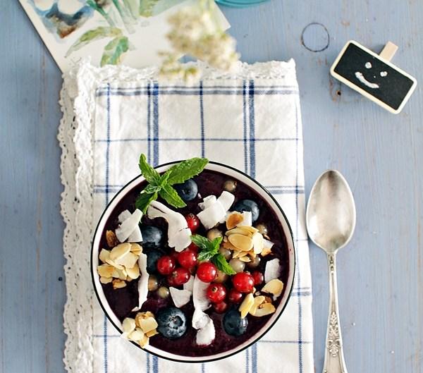 jagodowe smoothie bowl
