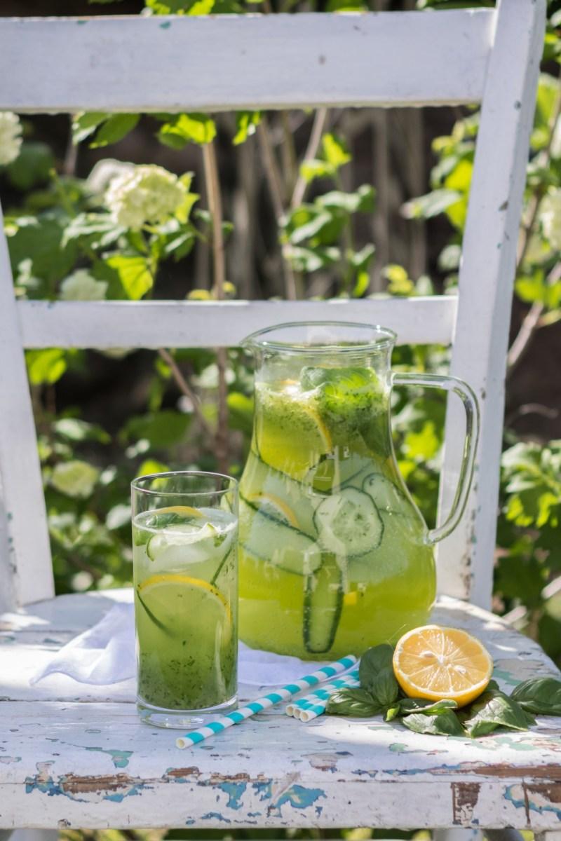 Lemoniada ogórkowa z bazylią