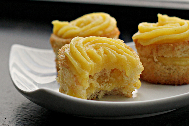 Vanilla Cupcakes with Mango Ginger Curd Filling