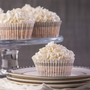 WhiteWeddingCupcakes_serving_sq1k-500x500