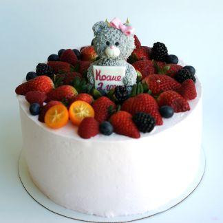 торт с ягодами и мишкой