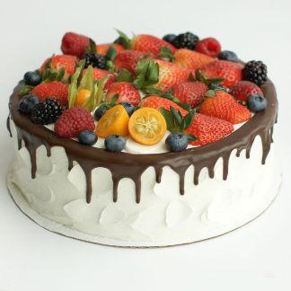 торт с ягодным верхом
