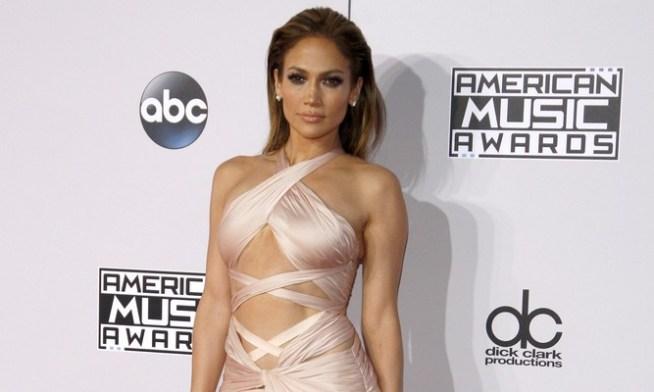 Cupid's Pulse Article: New Celebrity Couple Jennifer Lopez & Alex Rodriguez Make Red Carpet Debut at Met Gala 2017