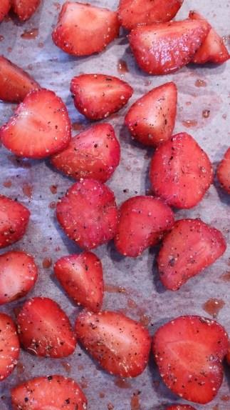 jordbær med sort peber