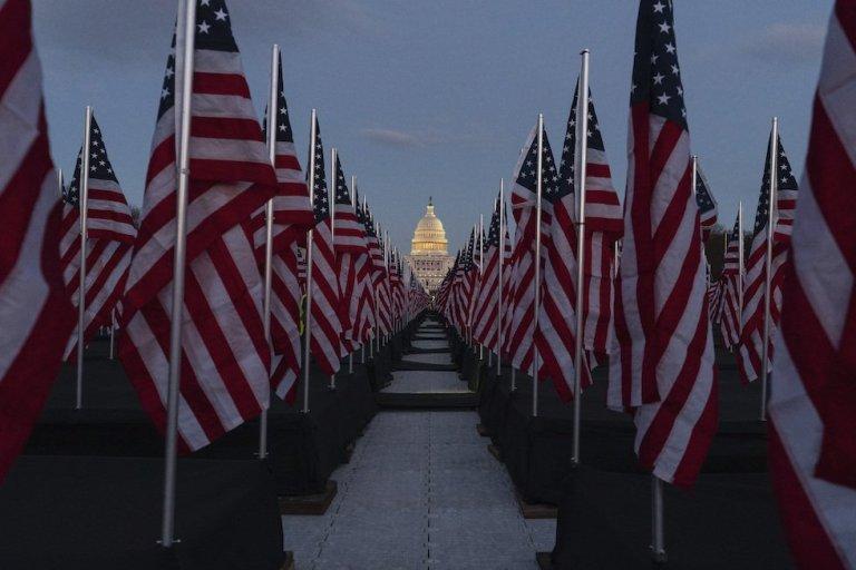 USA: 200mila bandierine simboliche per l'insediamento di Joe Biden