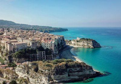 """Tropea è il """"Borgo dei Borghi"""", vincitrice tra 20 città in gara"""