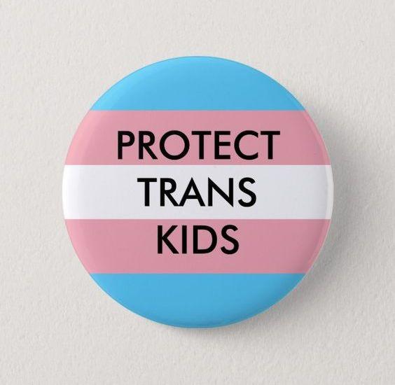 """Fuori dal coro attacca la comunità LGBT: il caso dei """"baby transgender"""""""