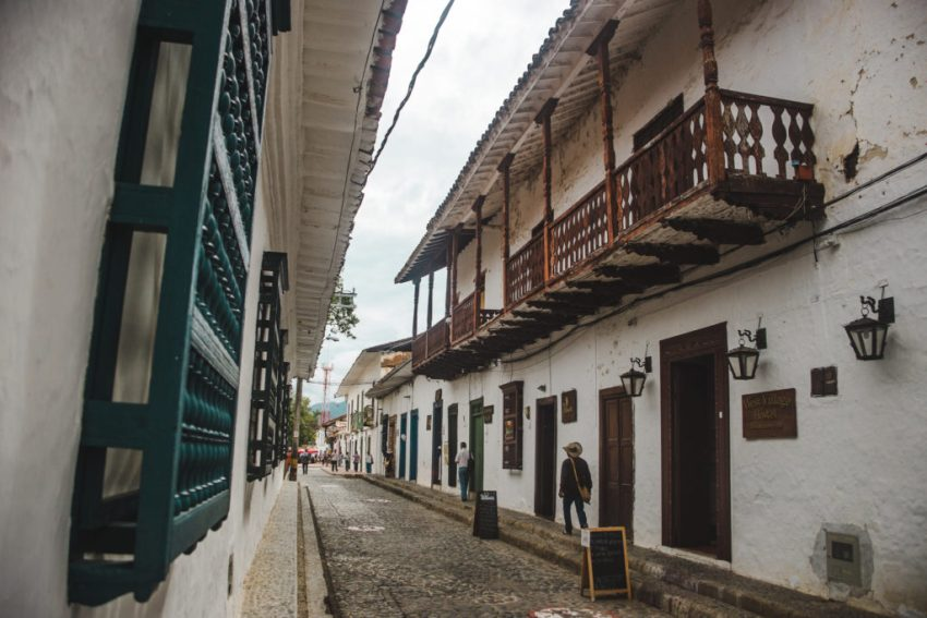 A Guide to Santa Fe de Antioquia Colombia | suspension bridge colgante | Small town Colombia | Medellín day trip | South America travel guides by travel couple Cuppa to Copa Travels