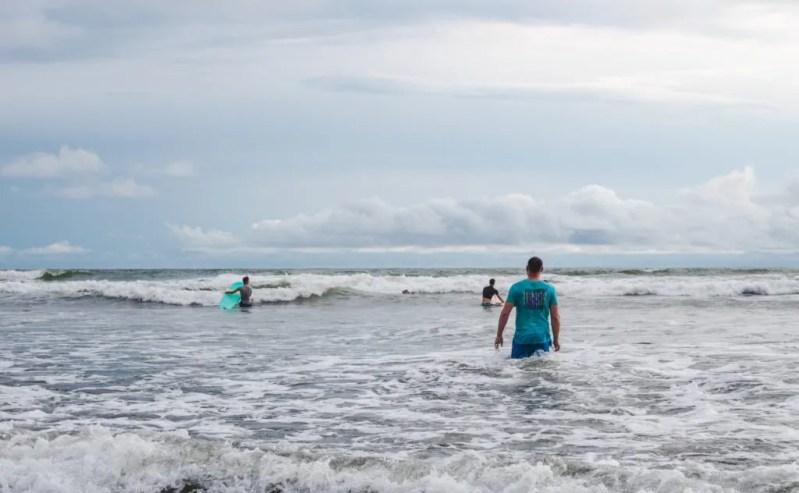 Surfing pacific ocean coast colombia whale tours el valle
