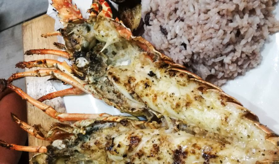 where to eat Caye Caulker Belize island grilled lobster on the street Oscar Da Crusted Crab restaurant curry