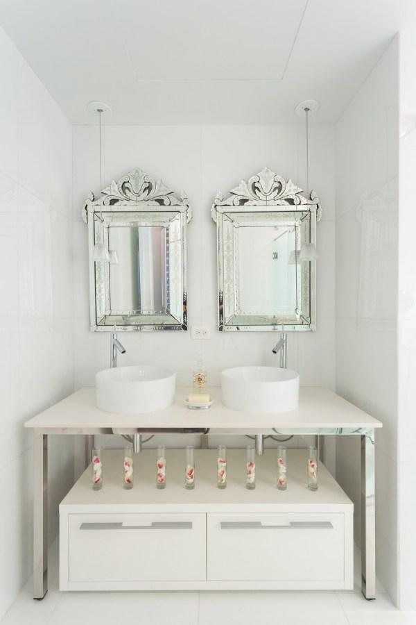 20 UltraGlamorous Venetian Mirrors