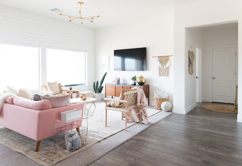 A Chic Living Room Update With A Gorgeous Pink Sofa